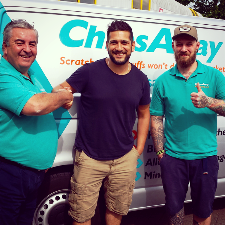 Coronation Street Star Jimi Mistry calls in for ChipsAway car repair!