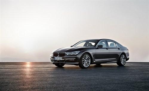 2016-BMW-750Li -x Drive -107-876x 535