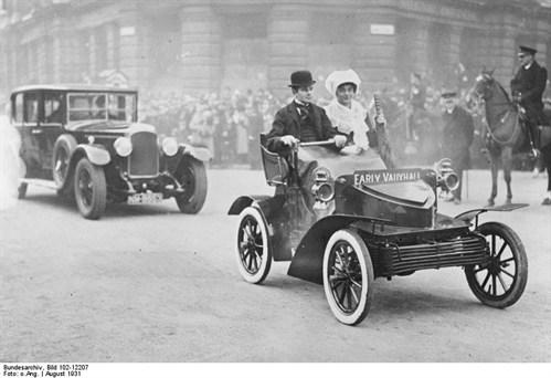 Bundesarchiv _Bild _102-12207,_London ,_Autos _im _Straßenbild